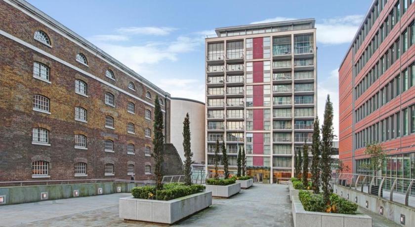 London Escorts Near Canary Wharf Apartments