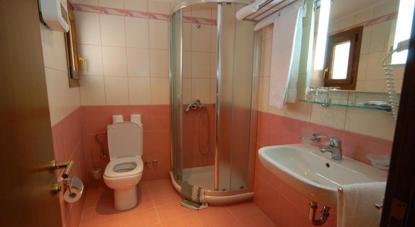 Hotel Elvetia, Bathroom