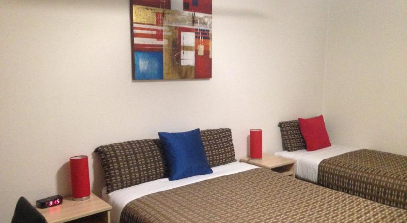 Beachcomber Motel & Hotel