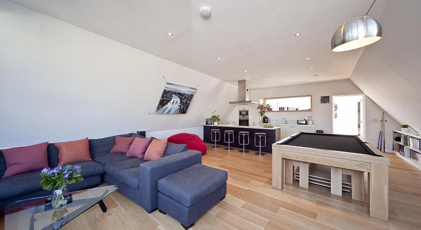 London Escorts Near Kentish Town 2 Bed Penthouse