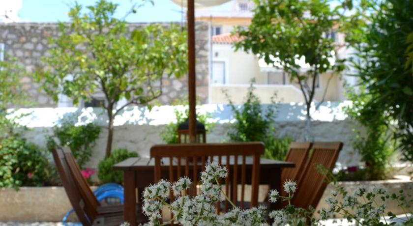 Twin House, Hotel, Clock Square, Spetses, 18050, Greece