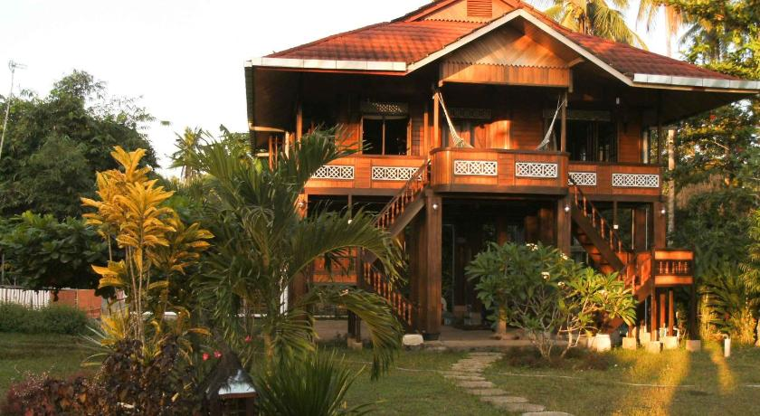 Available rooms facilities house rules the fine print see - Bunaken island dive resort ...