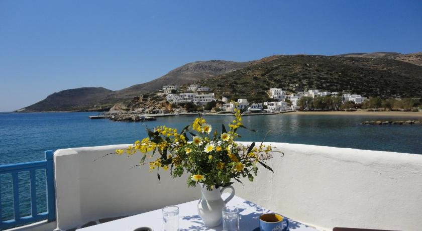 Ostria Studios – Spilia, Hotel, Port Alopronia, Sikinos, 84010, Greece