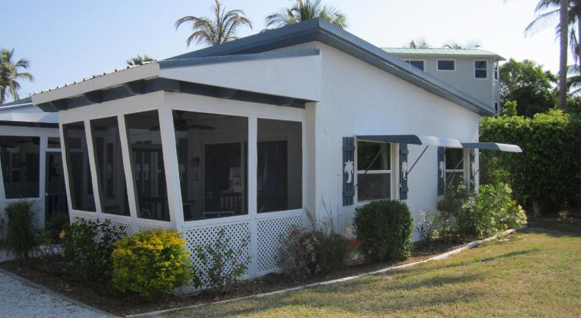 Tropical Winds Beachfront Motel and Cottages Picture