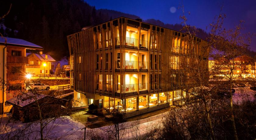 Mountain design hotel eden selva selva di for Design hotel eden selva