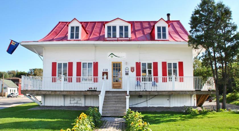 Auberge de jeunesse saguenay maison price for Auberge de jeunesse la maison