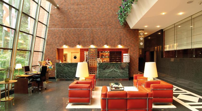 Lobby de l'hôtel Derag Livinghotel Weißensee à Berlin.