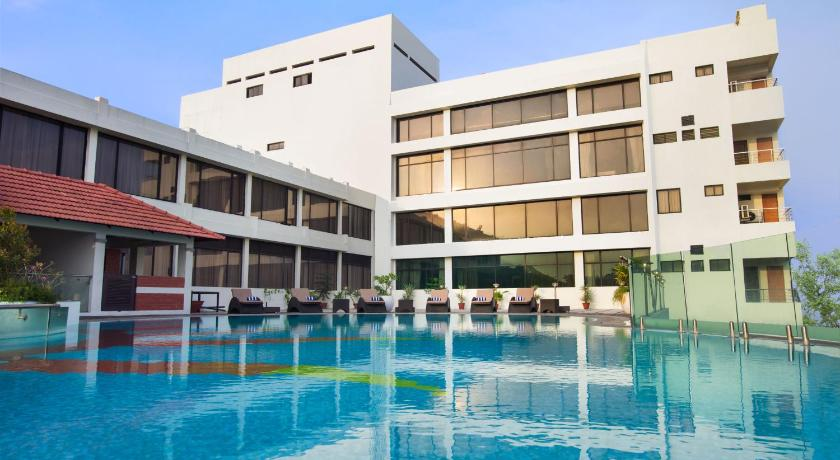 Best deals for hotel the sunway manor pondicherry india for Hotels with swimming pool in pondicherry
