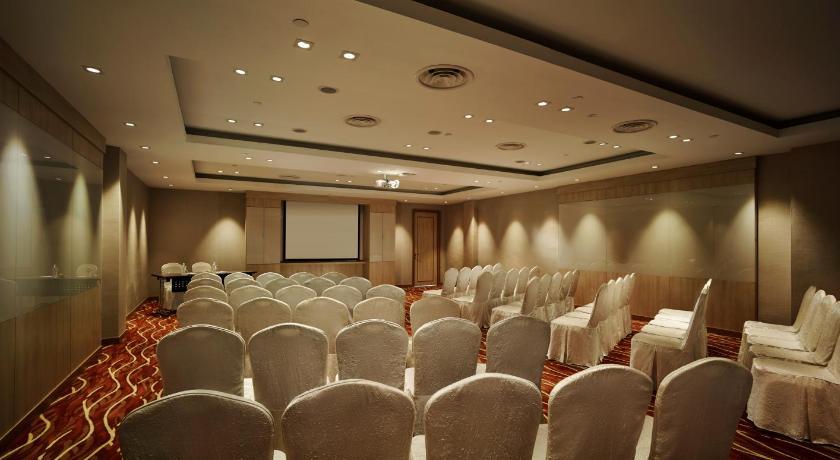 هتل  سانوی پوترا-19