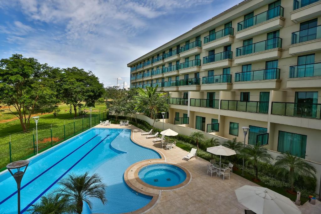 Uma vista da piscina em Quality Hotel & Suites Brasília ou nos arredores