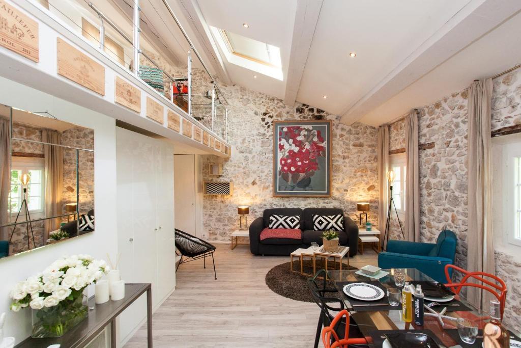 appartement loft vieil antibes francia antibes. Black Bedroom Furniture Sets. Home Design Ideas
