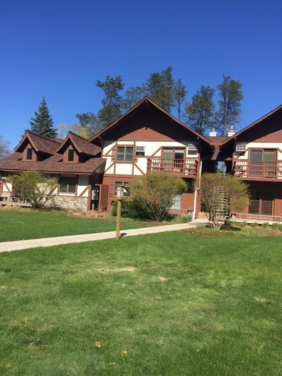 <div data-et-view=NAFQCDCcdXDPdFO:1</div Private Crystal Mountain Condo