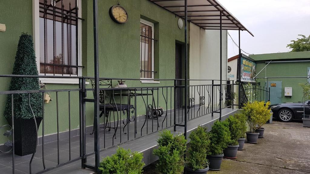 <div data-et-view=NAFQCDCcdXDPdFO:1</div Aheloy Apartments