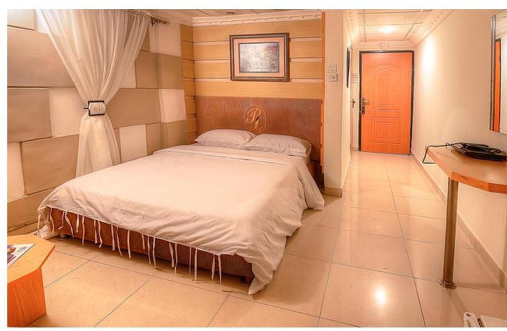 Rita Lori Hotel Surulere