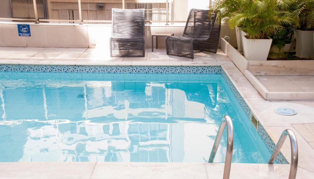 A piscina localizada em Hotel Astoria Copacabana ou nos arredores