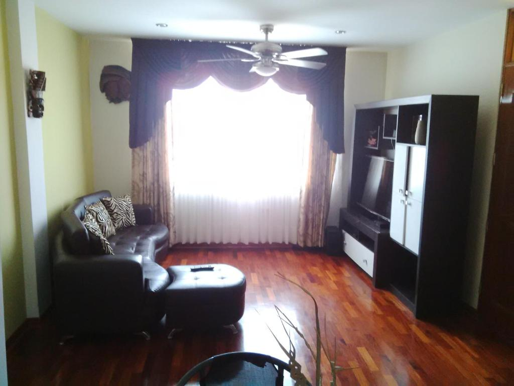 <div data-et-view=NAFQCDCcdXDPdFO:1</div Large 1st Floor Apt in Safe area of Surco 20 mins from Park Kennedy in Miraflores
