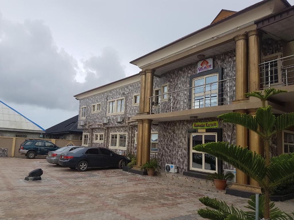Vajane Hotel & Suites