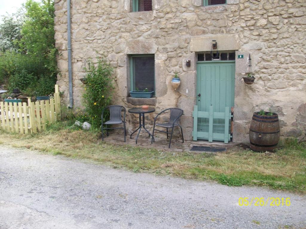 Casa de temporada la petite maison fran a saint chabrais for B b la petit maison