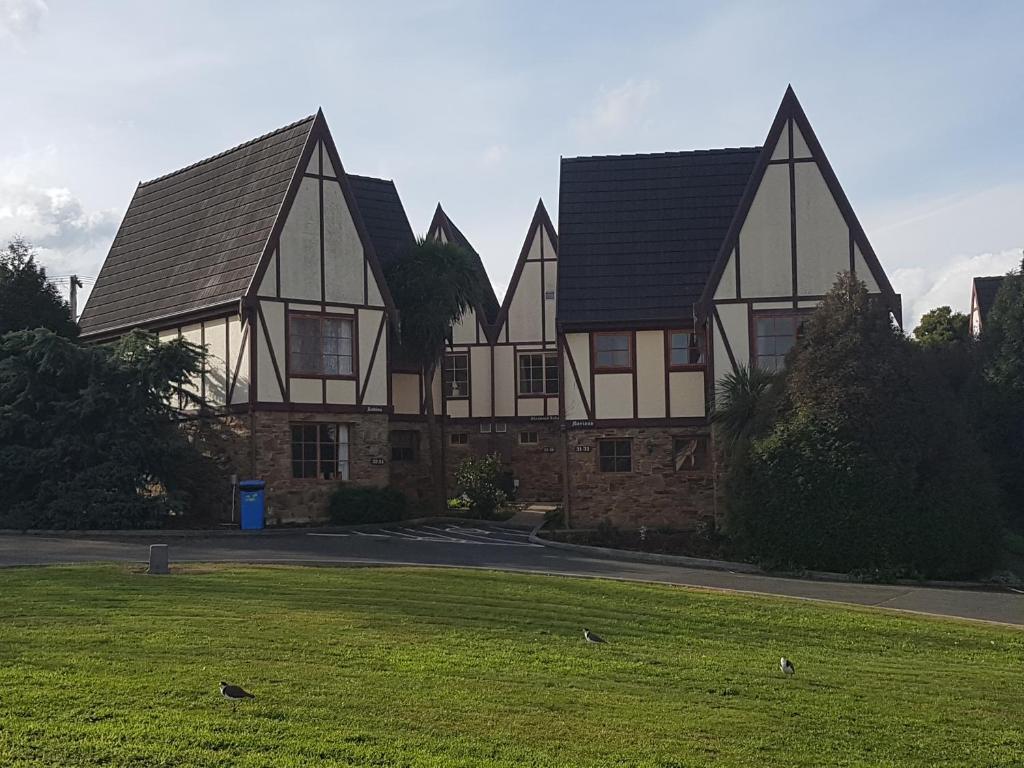 Alanvale Apartments & Motor Inn