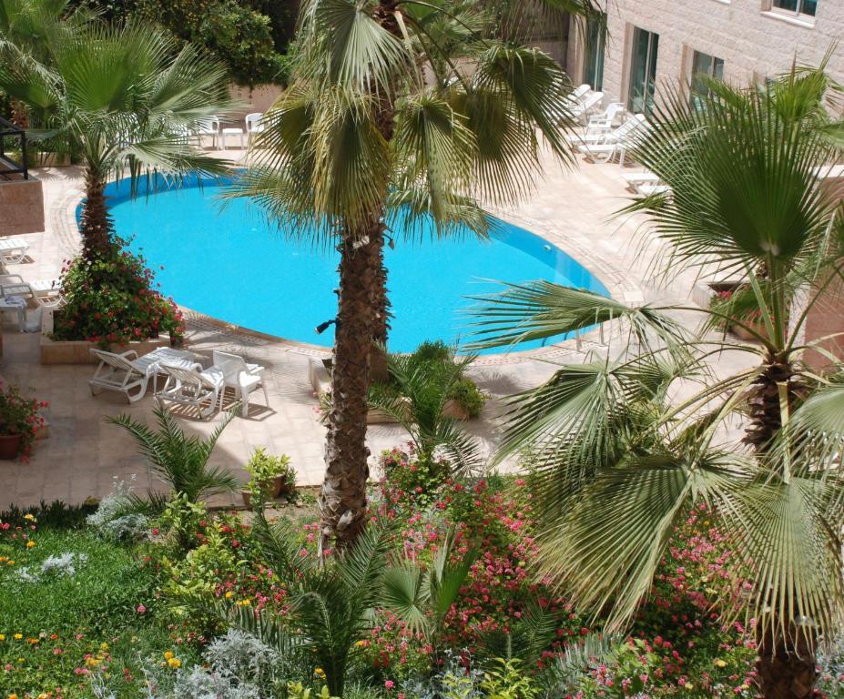 Uma vista da piscina em Petra Palace Hotel ou nos arredores