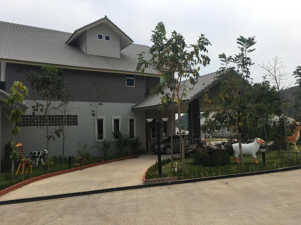 <div data-et-view=NAFQCDCcdXDPdFO:1</div Sangchan Garden at Kaeng Krachan