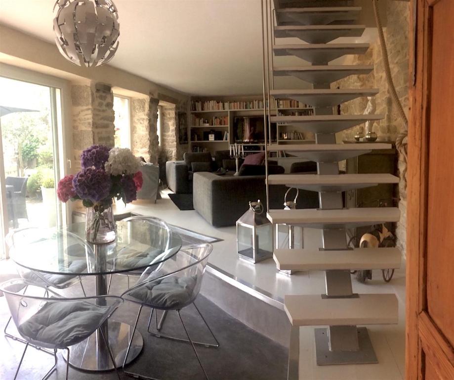 casa de temporada la petite cour fran a pont aven. Black Bedroom Furniture Sets. Home Design Ideas