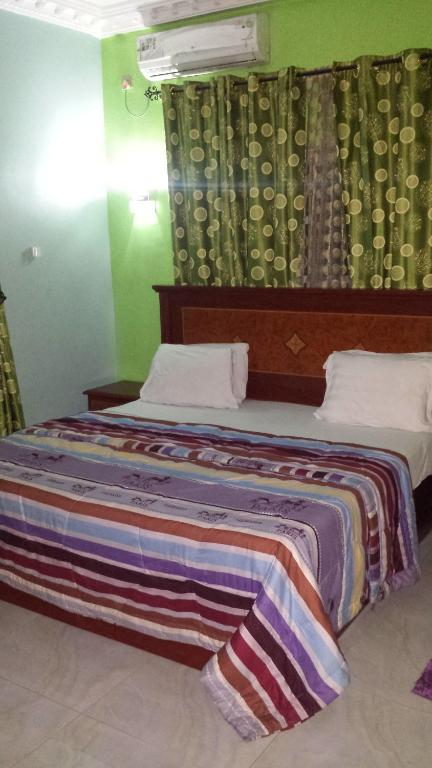 Row Hotels & Suites
