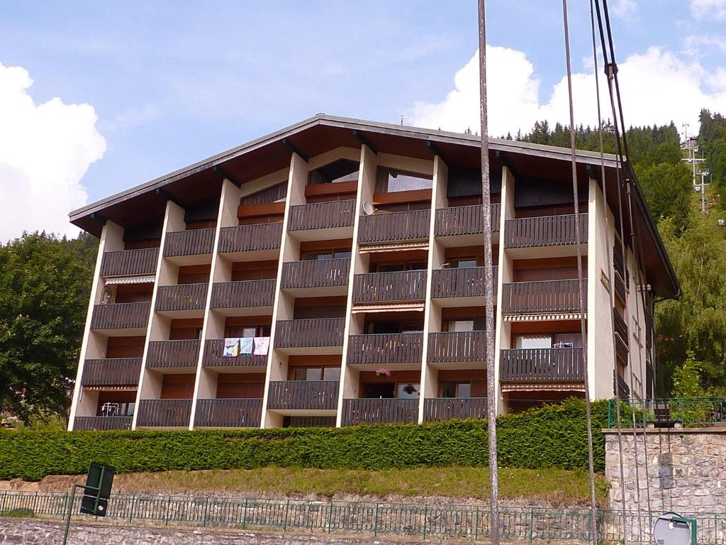 Appartement l 39 apollo morzine france for Booking appartement