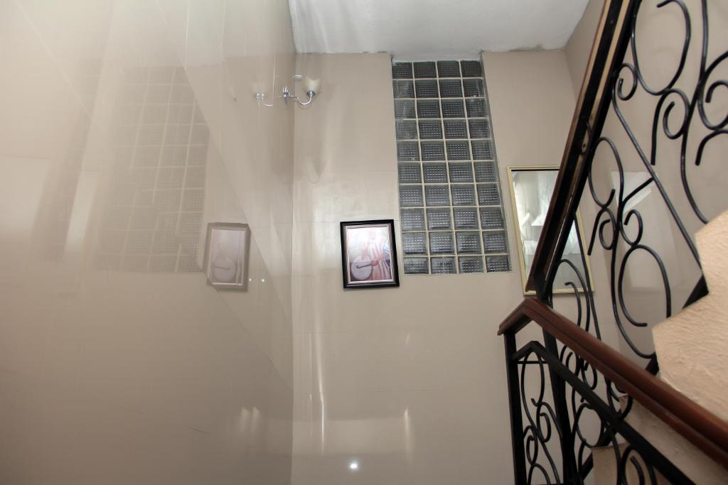Supreme Hotel & Suites
