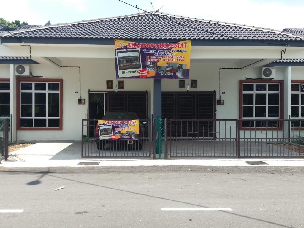 <div data-et-view=NAFQCDCcdXDPdFO:1</div Amanpon&#39;s Vacation Home Klebang Melaka