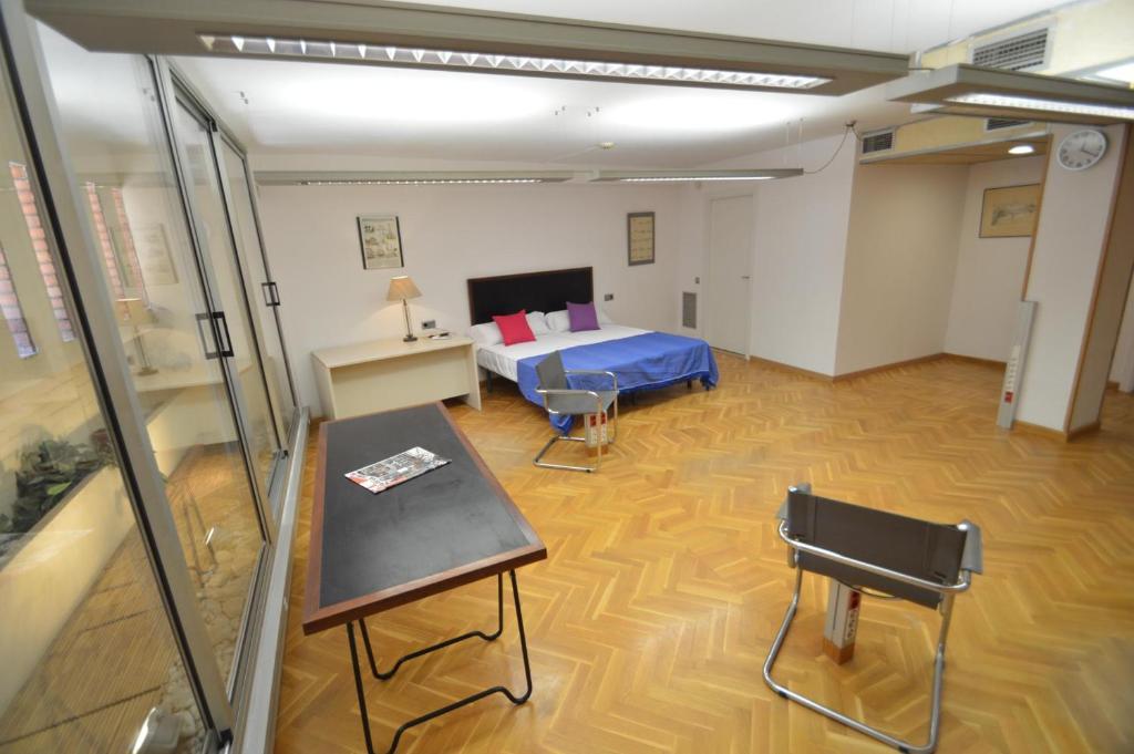 Apartamento tarragona suites el arquitecto espanha - Arquitectos tarragona ...