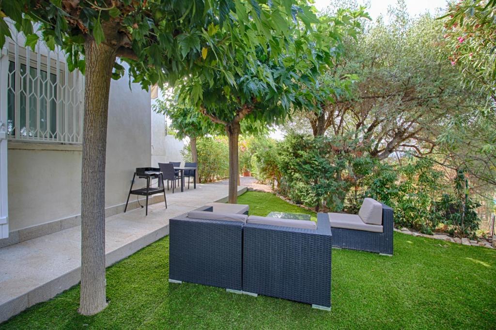appartement rez de jardin barbicaja francia ajaccio. Black Bedroom Furniture Sets. Home Design Ideas
