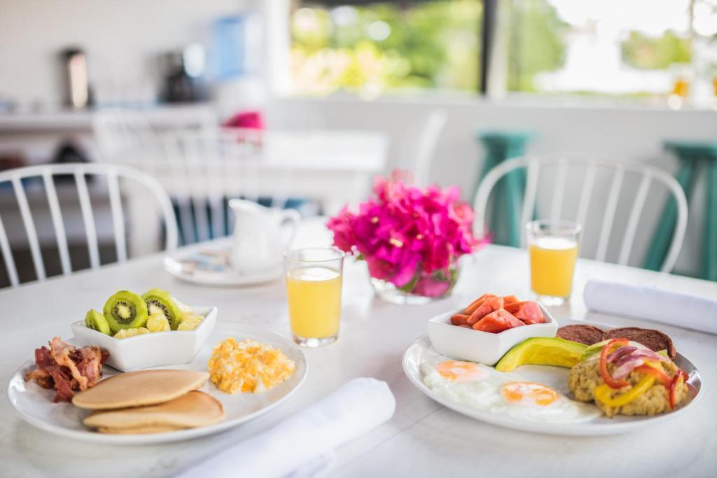 Opciones de desayuno para los huéspedes de Garden By The Sea
