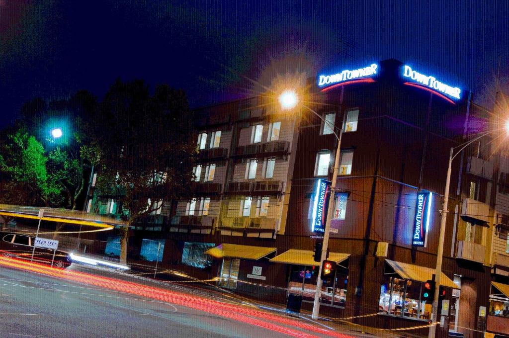 Отзывы Quality Hotel Downtowner on Lygon, 4 звезды