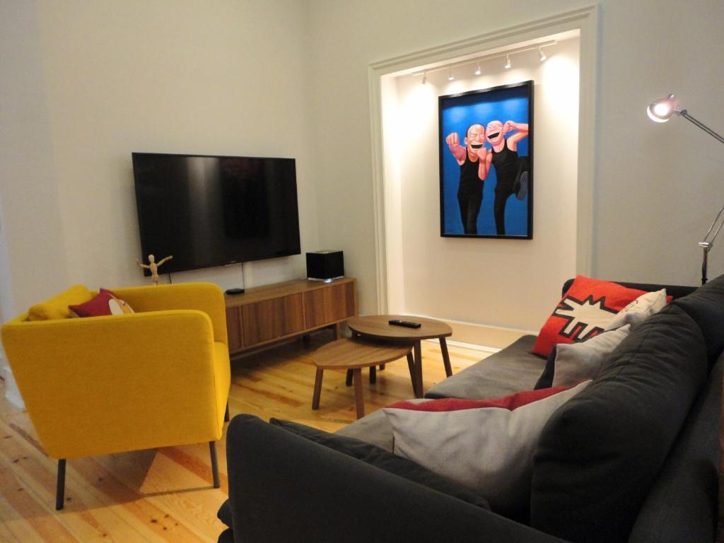 112786080 - Lisbon Center Modern Art Apartment