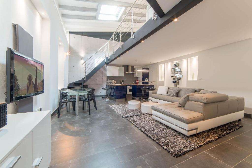 Apartamento le loft 67 fran a estrasburgo - Loft industriel muratore construction design ...
