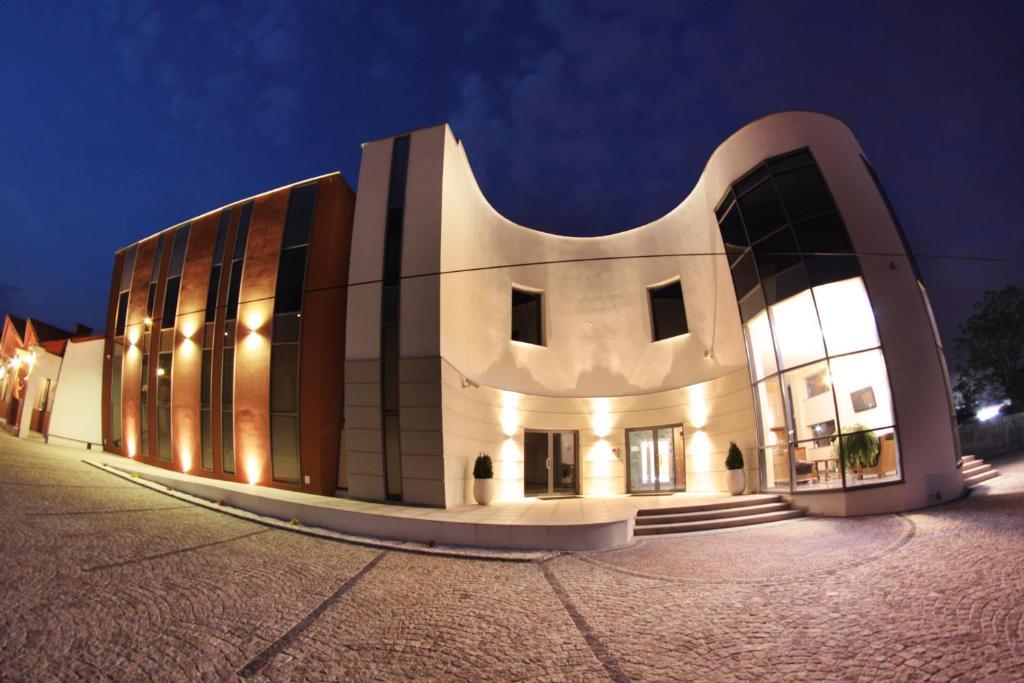 Irys Hotel