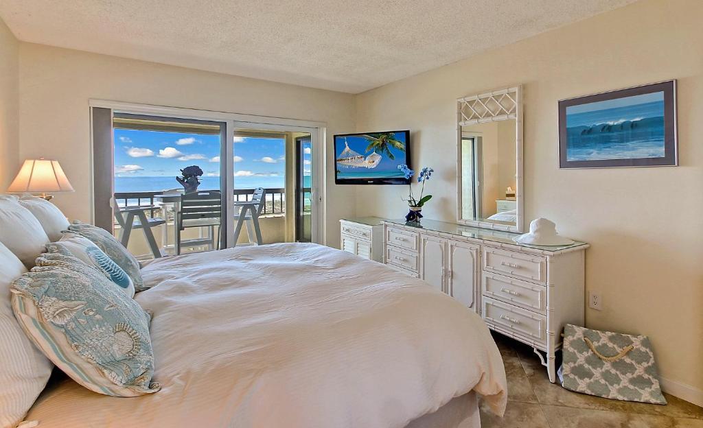 Oceanfront Condo 1 King Master Suite