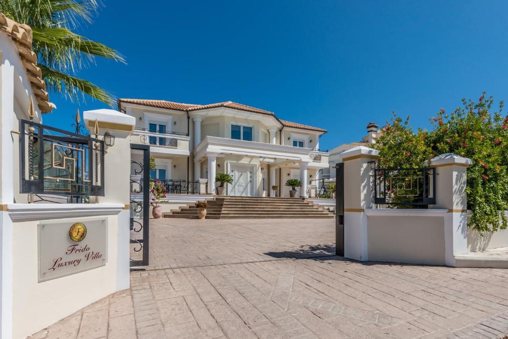 Frido Luxury Villa (Grecia Akrotiri) - Booking.com