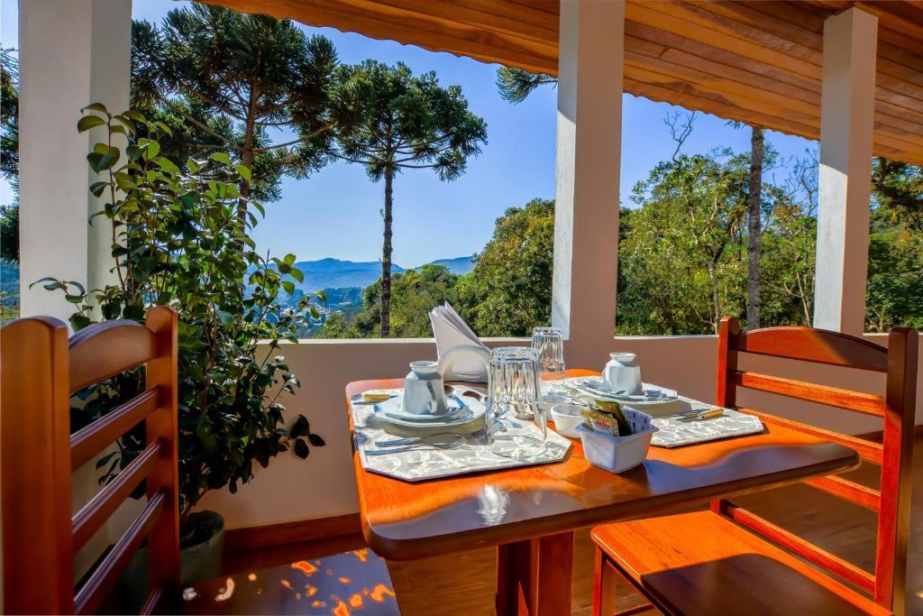 Um restaurante ou outro lugar para comer em Pousada Jardim da Mantiqueira