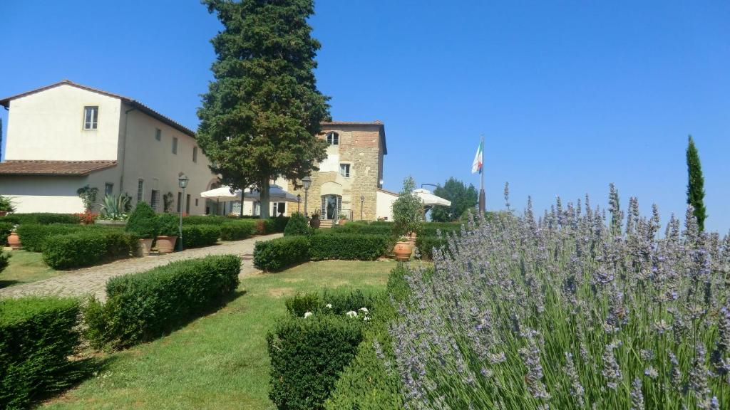 castello di cisterna milf personals Torre del greco, in a strategic position (a few steps from the highway a / 3) and a few km away from the sorrento coast, we offer for sale - in a unique context - an exclusive historic home (dating.