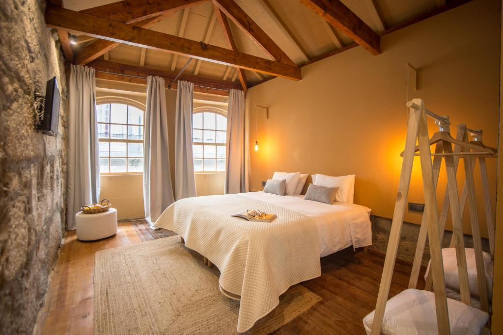 Una cama o camas en una habitación de Laurear Guest House