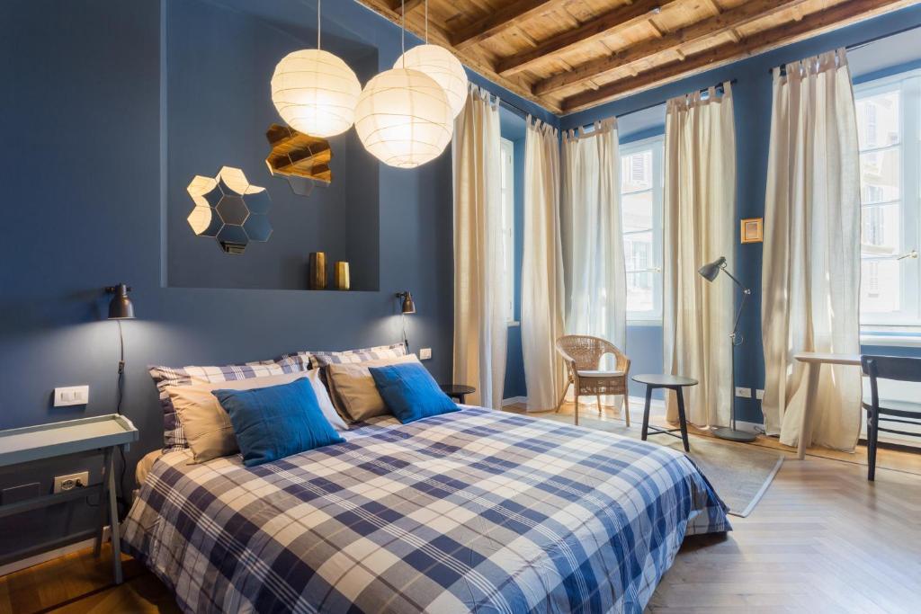 Cama ou camas em um quarto em COSY APARTMENT 2 MINUTES FROM DUOMO