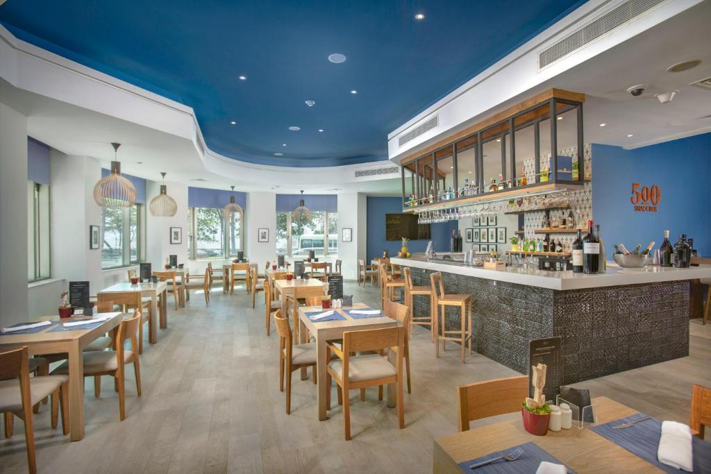 Un restaurant u otro lugar para comer en Catalonia Santo Domingo