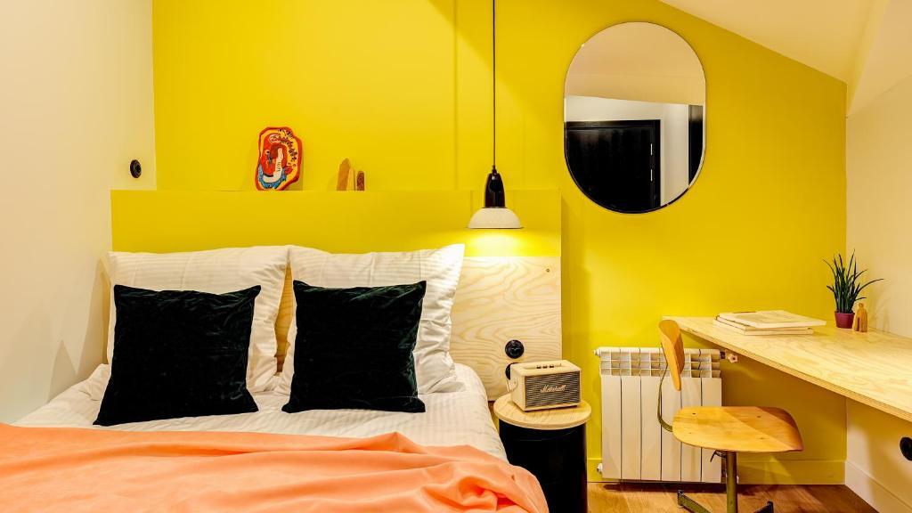 Cama ou camas em um quarto em Pokrovka 6 Hotel