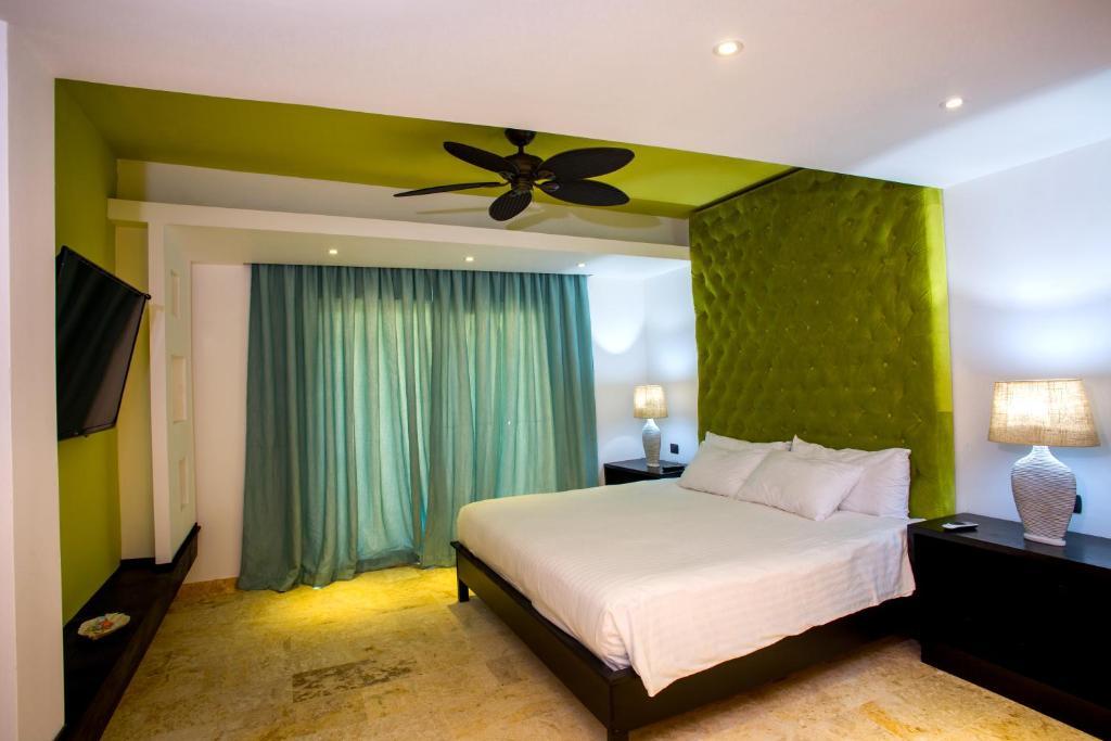 Una cama o camas en una habitación de Chateau Del Mar Ocean Villa