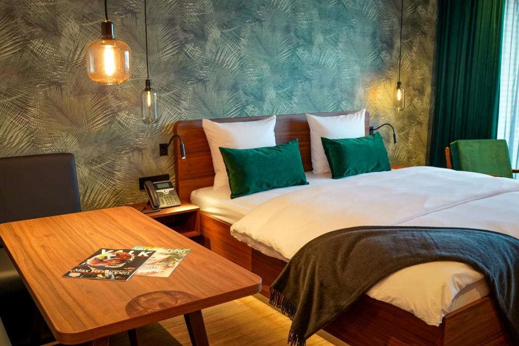 מיטה או מיטות בחדר ב-Van der Valk Hotel Berlin Brandenburg