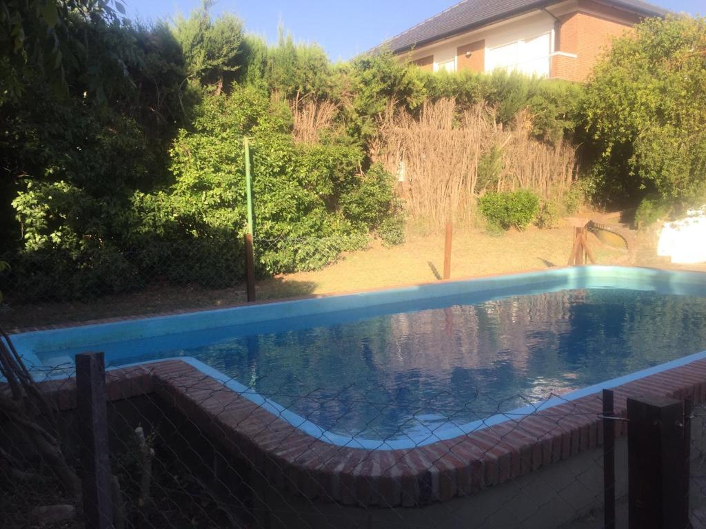 Casa de vacaciones casa las lomas golf argentina bah a for Jardin 903 bahia blanca