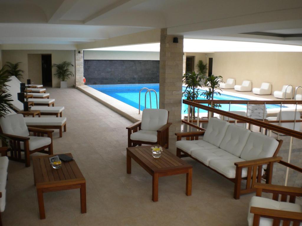 A piscina localizada em Hotel Etoile ou nos arredores