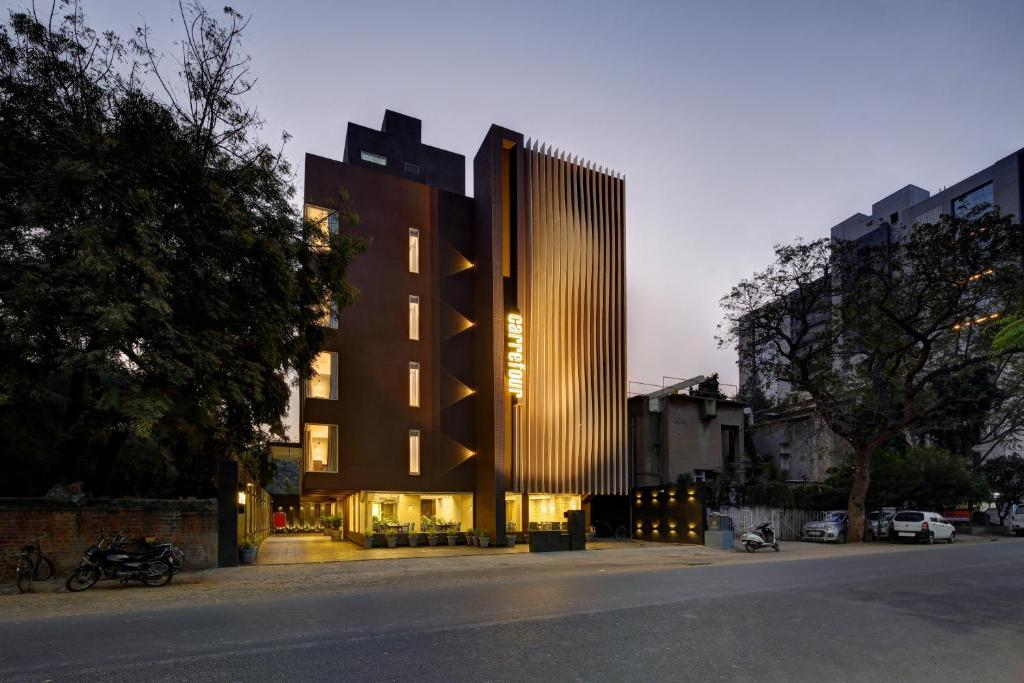 Hotel Carrefour, Ahmedabad, India - Booking com
